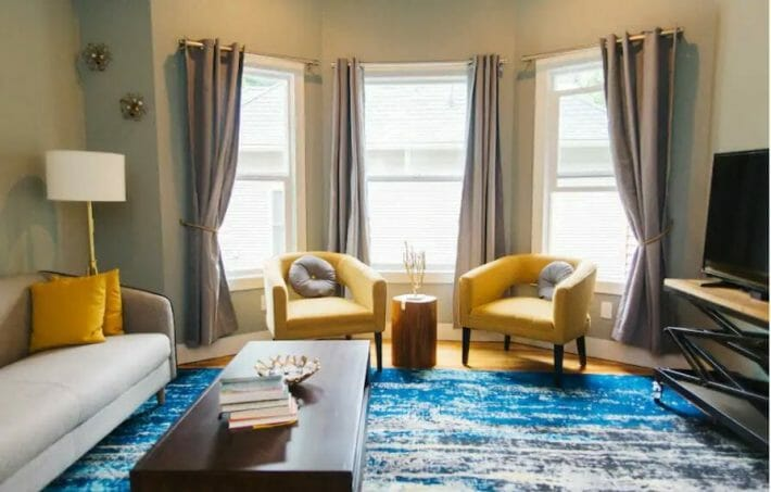 airbnb-fort-collins_csu-group-house-living-room.jpg?strip=all&lossy=1&resize=710%2C453&ssl=1