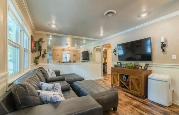airbnb-fort-collins_old-town-house-living-room.jpg?strip=all&lossy=1&resize=710%2C458&ssl=1